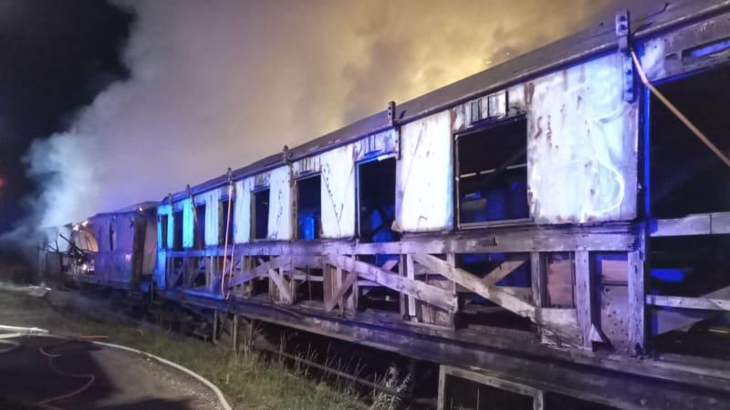 Požár v muzeu v Jaroměři zničil pět historických vagónů, škoda přesahuje 80 milionů
