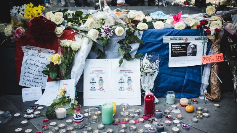 Zavražděný francouzský učitel dostane Řád čestné legie. Na školách zavládne minuta ticha