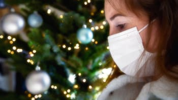 Neslavme společně Vánoce a Silvestra. Zabráníme třetí vlně, vyzývá imunolog Hořejší