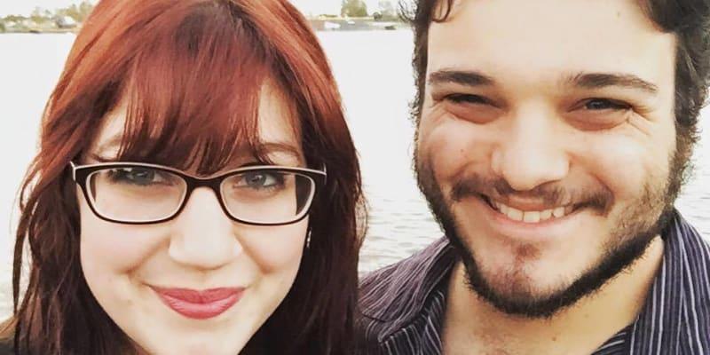 Sarah a její přítel Ross oba kvůli koronaviru ztratili čich.