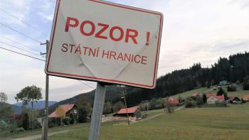 Koronavirus na hranicích: Máme větší disciplínu, tvrdí Slováci. Kazí nám to Praha, kontrují Češi