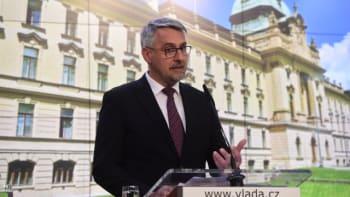 Metnar: Mimořádné zasedání vlády má schvalovat vyslání amerických vojenských lékařů do ČR