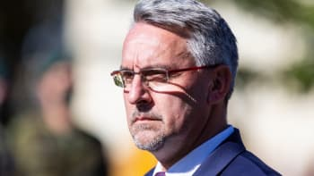 Sledujte ŽIVĚ: Vláda souhlasí s pobytem vojenských zdravotníků ze zemí EU a NATO
