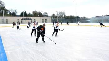 Už žádné tréninky venku v Dobříši. Hokejová extraliga se možná rozjede příští týden