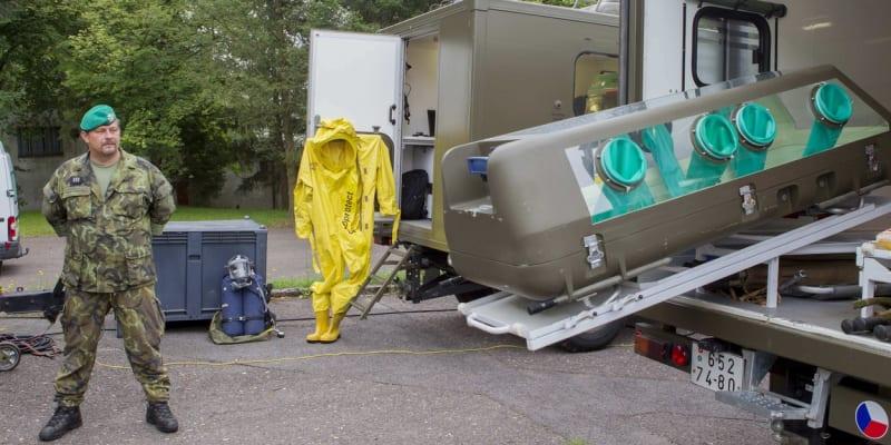 Centrum biologické ochrany Těchonín. Box pro přepravu infikovaného pacienta