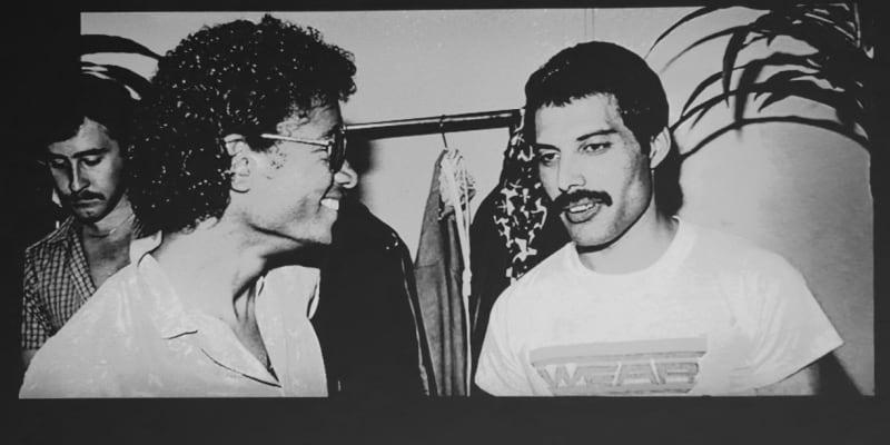 Freddie během setkání s Michaelem Jacksonem. Oba k sobě chovali vzájemnou úctu.