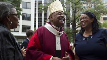 Kardinálem byl jmenován první Afroameričan. Kritizuje sexuální zneužívání v církvi