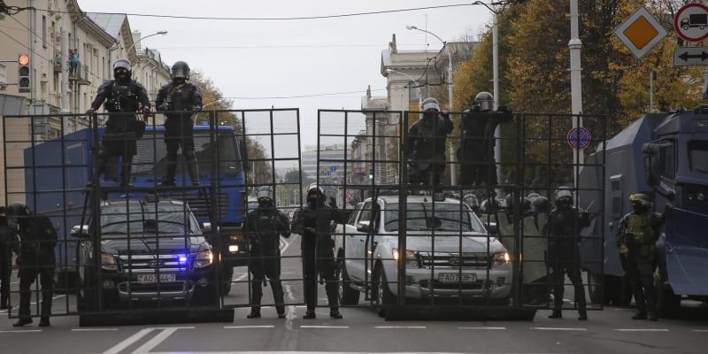 Centrum běloruské metropole před demonstrací uzavřely stovky policistů a vojáků.