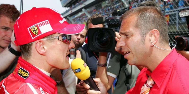 Kai Ebel při rozhovoru s Michaelem Schumacherem, když působil v italské stáji Ferrari.
