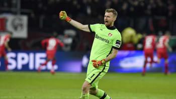 Se Schickem si mohu popovídat česko-slovensky, říká brankář Bayeru Leverkusen Hradecký