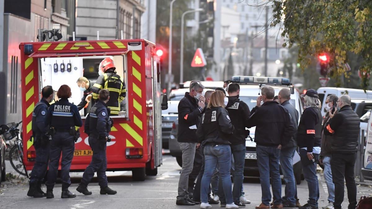Další útok ve Francii. Střelec v Lyonu zranil pravoslavného kněze. Oběť bojuje o život