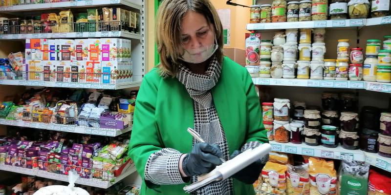 Alexandra Pończochinová, majitelka obchodu s potravinami, fandí demonstrujícím ženám.