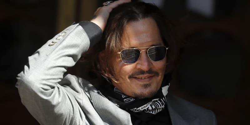 Johnny Depp po soudu s anglickým deníkem, který ho označil za násilníka.