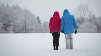 O víkendu se ochladí a sněžit může i v nižších polohách. Pozor na ledovku