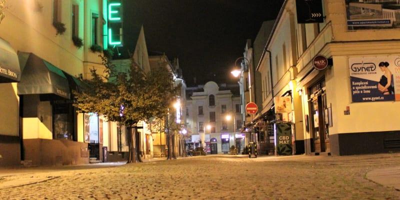 Stodolní ulice v  v době zákazu nočního vycházení.
