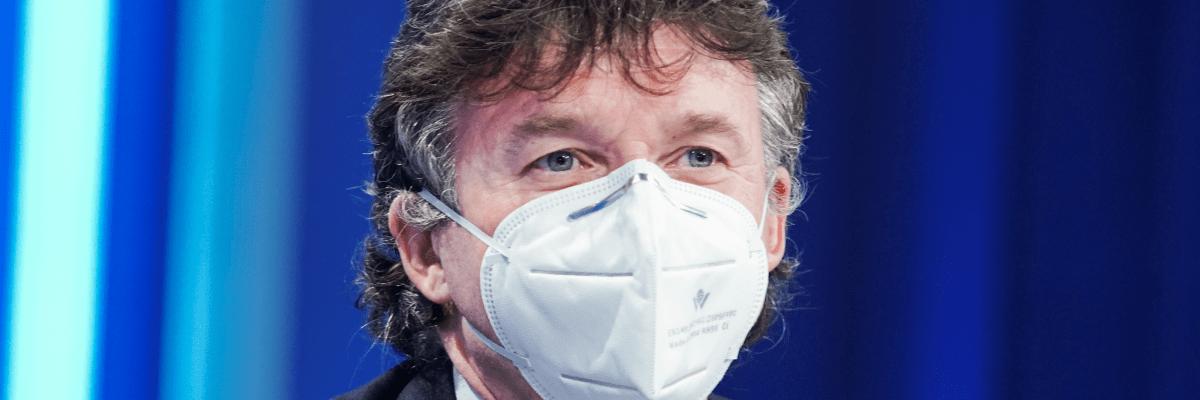 Kubek hejtmanům: Zatlačte na vládu, jinak se budeme v pandemii plácat do léta