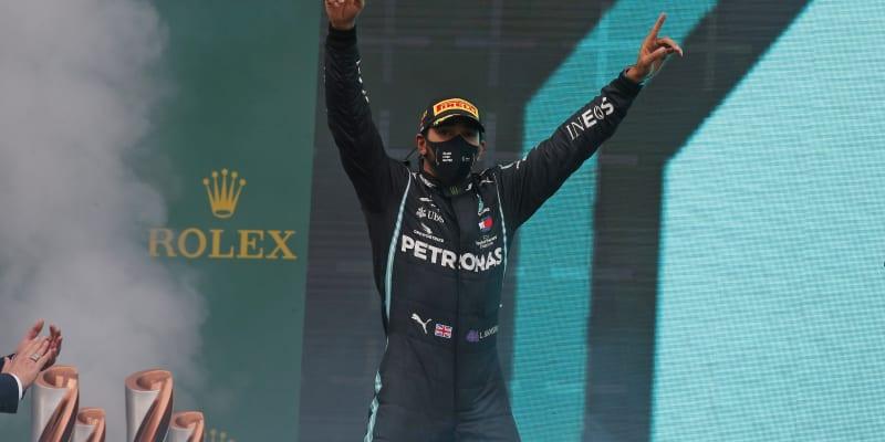 Hamilton sedmým titulem mistra světa vyrovnal Schumacherův rekord