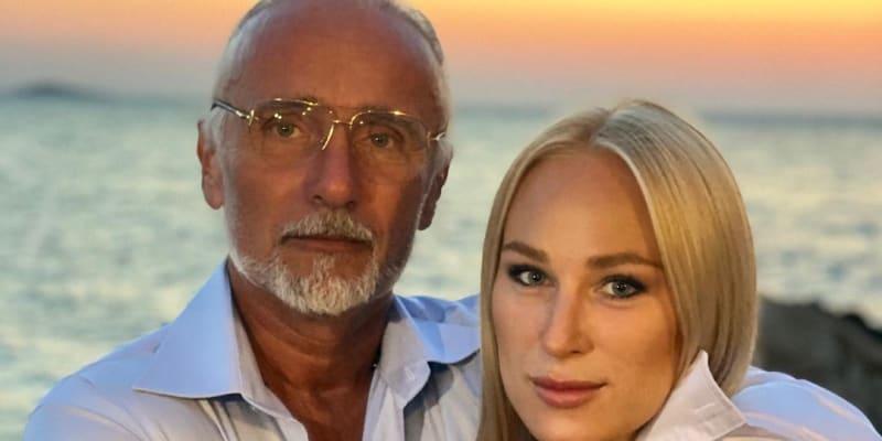 Nová partnerka miliardáře Richarda Chlada je šestadvacetiletá dcera Blaženy ze Slunce seno.