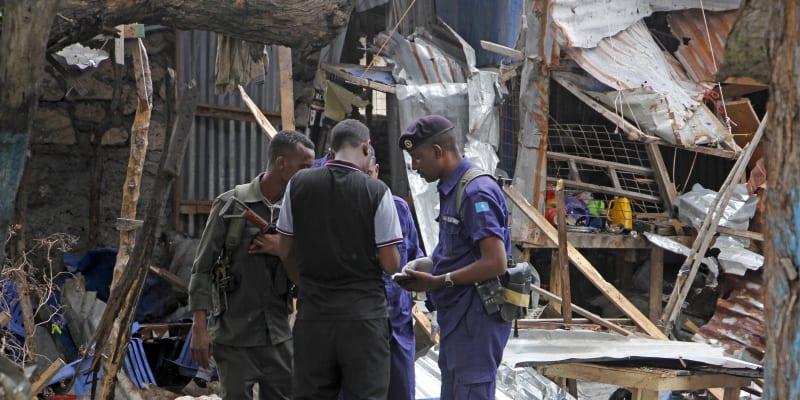 Záběry po sebevražedném atentátu v somálském hlavním městě
