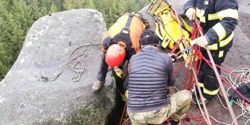 Záchrana psa na Broumovsku měla šťastný konec.