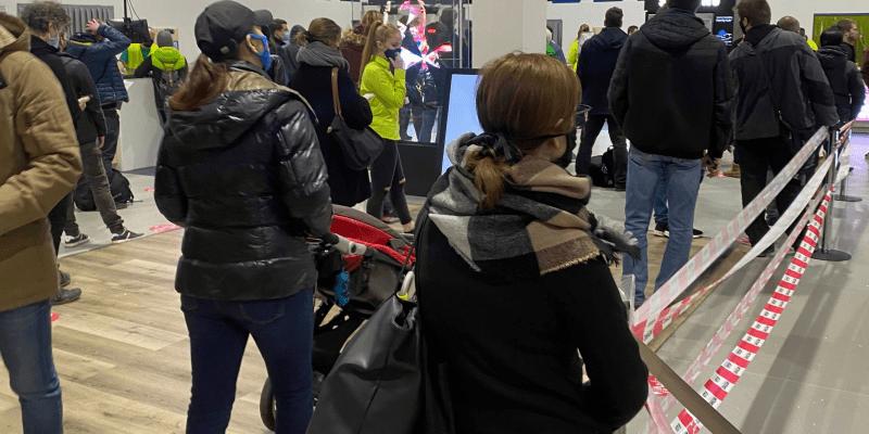 Pobočka Alzy porušuje vládní nařízení. V obchodě bylo více než sto lidí.