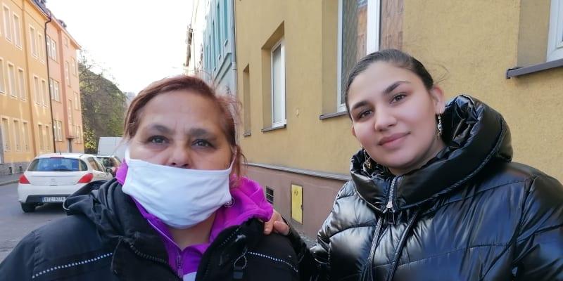 Helena a Stefanie Horvátovy z ghetta kolem Jílové ulice odmítají připustit existenci koronaviru.
