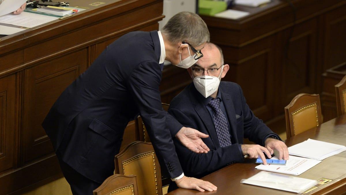 Sledujte ŽIVĚ: Premiér Babiš a Prymula ke spolehlivosti antigenních testů