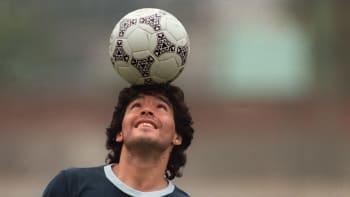 Sledujte ŽIVĚ: Speciál k úmrtí Diega Maradony. Proč se stal fotbalovou legendou?