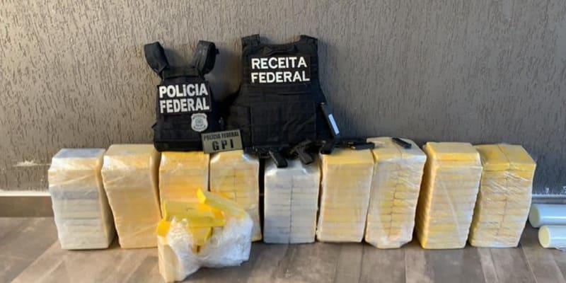 Razie Europolu rozbila rozsáhlou síť pašeráků kokainu z Brazílie. Policistům na Twitteru děkoval i brazilský ministr pro komunikaci Fábio Faria. (foto:Twitter/Fábio Faria)