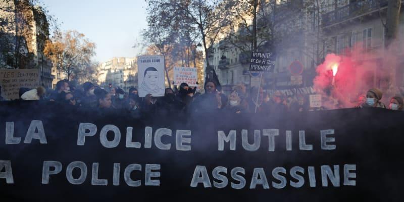 V sedmdesáti francouzských městech se dnes tisíce občanů vydaly na pochod na protest proti návrhu kontroverzního zákona o globální bezpečnosti.