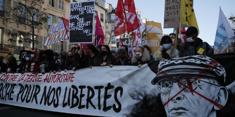 Pochod v Paříži začal ve 14:00, shromáždění se přitom konala již v dopoledních hodinách v Rennes, v Lille nebo v Montpellier.