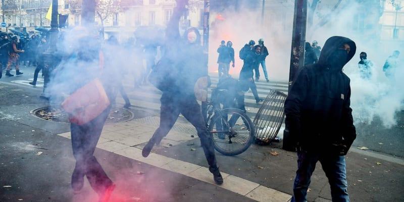 Ve Francii se protestuje proti návrhu kontroverzního zákona o globální bezpečnosti