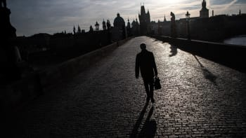Koronavirová nákaza se mohla z Česka rozšířit do světa, spekulují čínští vědci
