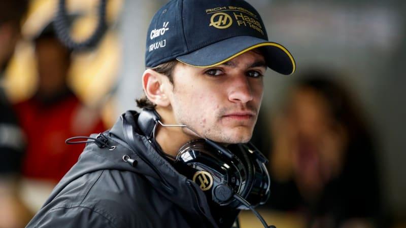 Fittipaldi opět v F1. Grosjeanova nehoda otevřela cestu vnukovi slavného pilota