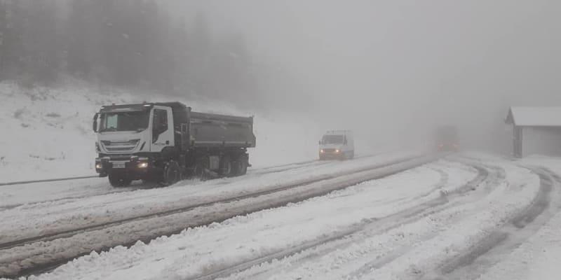 Počasí komplikuje dopravu na mnoha místech republiky.