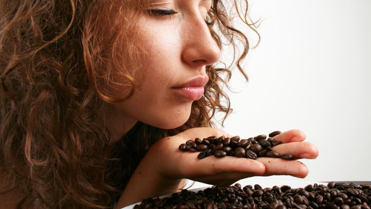 Covid jí vrátil čich. Po dvaceti letech konečně cítím vůni kávy, říká žena z Moravy