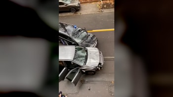 Do lidí vjelo v Německu auto. Na místě jsou nejméně čtyři mrtví, hlášeno 30 zraněných