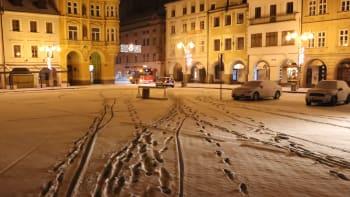 Česko se probudilo do bílého rána. Pozor si kvůli sněhu musejí dát především řidiči