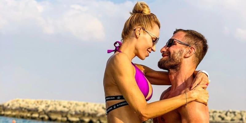 Zamilovaný pár na dovolené