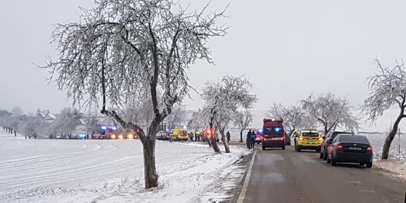 Záchranáři ošetřili 29 lidí, tři z nich se zranili těžce.