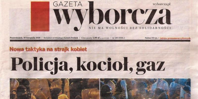 Policie, kotel, plyn. Polský deník Gazeta wyborcza zadokumentoval útok pepřovým sprejem vůči opoziční poslankyni Barabaře Nowacké.