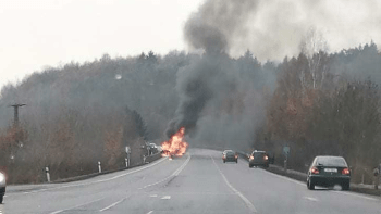 U Klášterce nad Ohří uhořel člověk. Cestou k nehodě havarovali i hasiči