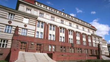 Policie obvinila soudce pražského vrchního soudu z korupce. Spolu s ním další čtyři lidi