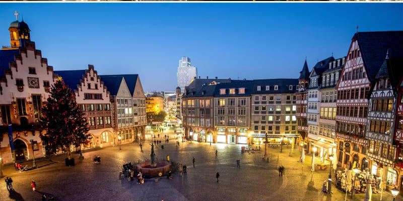 Frankfurt nad Mohanem v Německu podobně jako v Praze nabízí pohled alespoň na vánoční stromek.