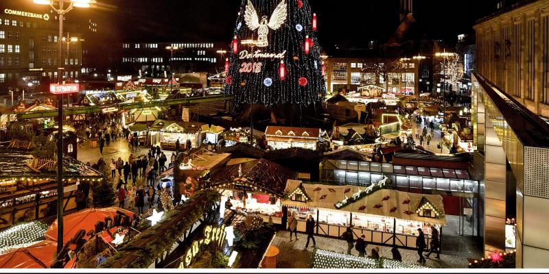 Nejromantičtější vánoční strom na světě prý mají na trzích v Dortmundu v Německu. Letos však úředníci kvůli pandemii nepostavili ani ten.