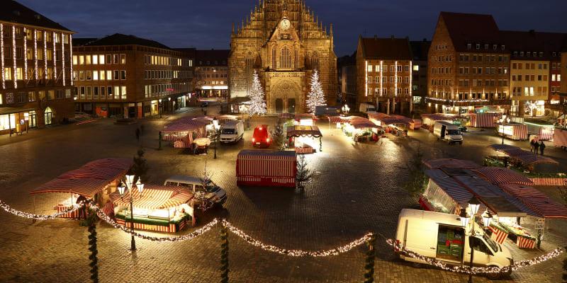 Vánoční trhy v Norimberku v Německu každoročně lákají nespočet turistů. Letos však náměstí zeje spíše prázdnotou.