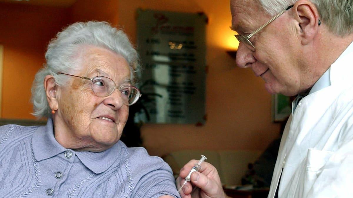 Termíny pro seniory vůbec nebyly. Nemocnice je nevypsaly, protože vakcíny nemají