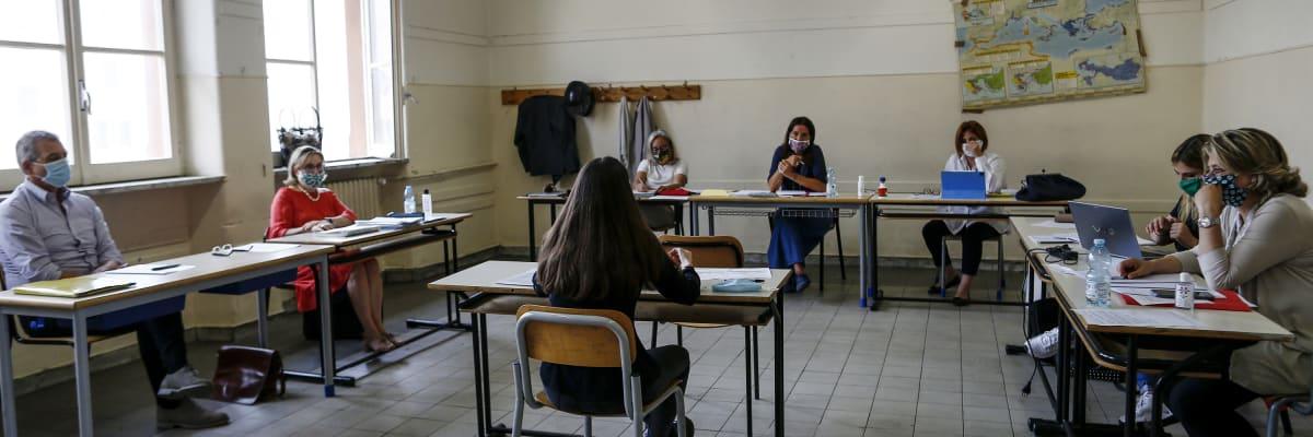 Letos žádná maturitní zkouška, navrhuje Babiš. Místo ní by stačil průměr známek
