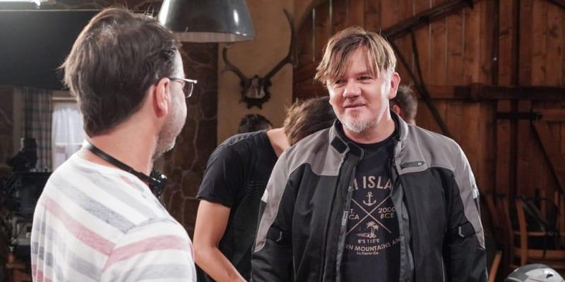Michal Hrůza si v seriálu Slunečná zahrál sám sebe.