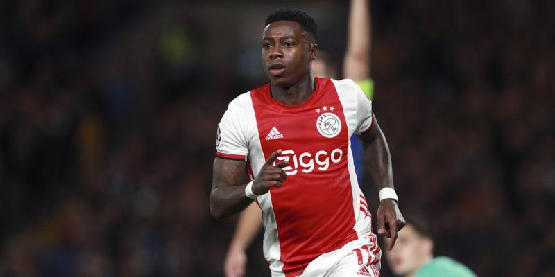 Nizozemský fotbalový reprezentant Quincy Promes byl v neděli zatčen v Amsterdamu kvůli podezření, že v červenci pobodal muže.
